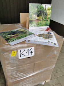Frisch eingetroffen: Stolze 265 Kilogramm wiegen die 600 Exemplare des Heimatkalenders 2022